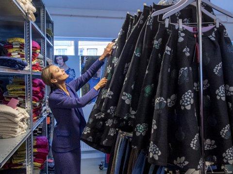 Den lokale ullklærprodusenten Oleana må legge ned nok en butikk, denne gangen i hovedstaden. Administrerende direktør, Gerda Sørhus Fuglerud, forteller at det har vært vanskelig.