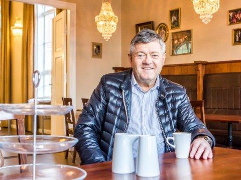 TE FOR FLEIRE ENN TO: Alf Sverre Andersen og resten av Egersunds Mandssangforening inviterer til teselskap i Sangerlosjen.