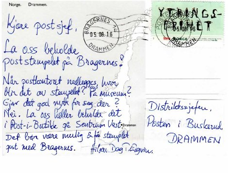 ET PRØVEKORT: «Jeg sendte dette kortet til meg selv,og har nå limt over en etikett og skrevet til Distriktssjefen.Dere ser at kortet er dobbelt-stemplet. Damen i skranken stemplet det med Bragernes, så har kortet gått i den vanlige distribusjonen, hvor en maskin stemplet det med «Posten Norge». Hva er best?», spør Dag T. Elgvin.