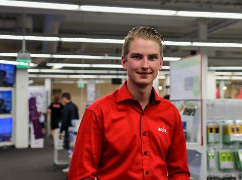 AVDELINGSLEDER: Aleksander Andreassen har ansvaret for dataavdelingen hos Lefdal på Gulskogen.