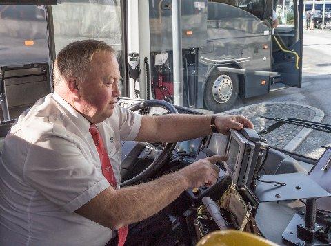 VIKTIG: – Det er jo ei viktig oppgåve vi har, og mange er avhengige av oss, seier bussjåfør Ivar Horstad. Laurdag 26. september blir alle bussruter i Sogn og Fjordane innstilt på grunn av streik.