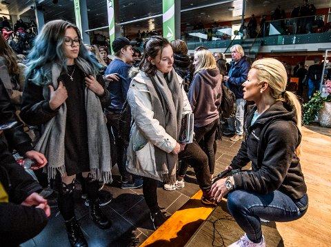 Fan: Nora Louise Berg likte foredraget til Lene Alexandra. – Hun motiverer meg, sier Glemmen-eleven.