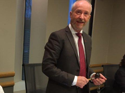 LEGGER VEKK KLUBBA: I 25 år har Ole Haabeth (67) hatt politiske lederverv: Ordfører i to kommuner, varaordfører og fylkesordfører. Nå har han sagt fra at det er nok.