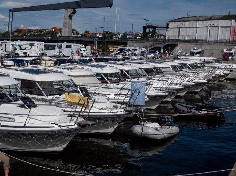 I mai 2019 var det stort båttreff i gjestehavna på Værste. Nå ber kommunen båt- og bobil-folk om å la være å komme til Fredrikstad.