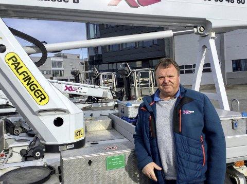 Rino Bråten utenfor XL Utleies anlegg på Øra. 60-åringen er daglig leder, styreleder og hovedaksjonær. 8FOTO: GL