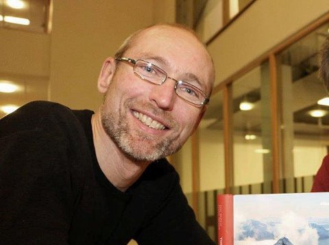 MISTET LIVET: Eivind Smeland mistet livet i fallulykken på Sultinden i Lyngen. Bildet ble tatt i forbindelse med at Smeland utga boken The Lyngen Alps i 2013. Arkivfoto: Lasse Jangås