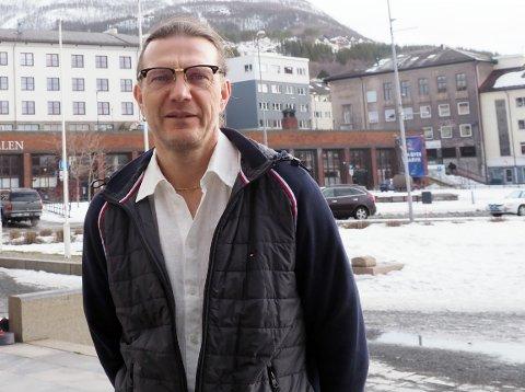 NEPPE STOR ENDRING: – Det er ingen grunn til å tro at vi kommer til å få en merkbar økning i reiseaktiviteten nå som vi opphever karantenebestemmelsen. Oslofolk holder seg like mye hjemme som vi i Narvik, sier smittevern- og kommuneoverlege Thomas Hultstedt.