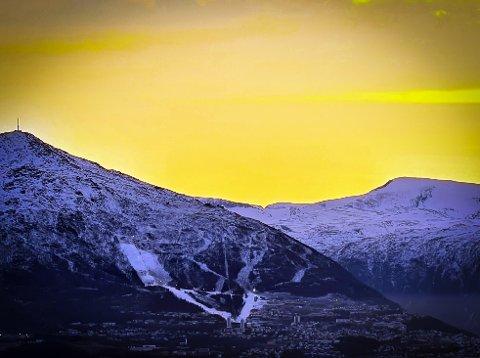 SETTER FOTEN NED: NHO og LO i Nord-Norge vil ikke ha noe av «søringkarantenen». Narvik er blant kommunene i Nord-Norge som har svart at det kan bli aktuelt å vurdere det.