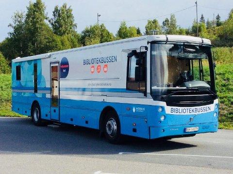TIL HARESTUA: Bokbussen i Viken kommune.