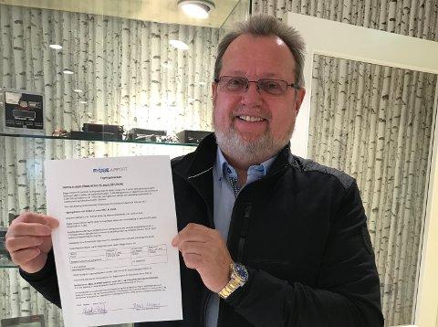 FLYPLASSEIER: Norges Taxiforbund avdeling Østfold, her representert ved styreleder Bent Skogli, har kjøpt seg inn i nye Rygge Airport.