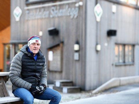 GIR SEG: Hans Lie (70) har skapt en rekke gode langrennsløpere fra TFL og mildt sagt snøfattige Halden. Nå gir han seg som trener.