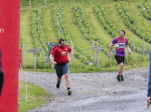 Skredløpet: Det er uvisst om det vert løp på vestsida i år. Her er Sondov Stueland og Bjarte Brekke under Skredløpet 2019.