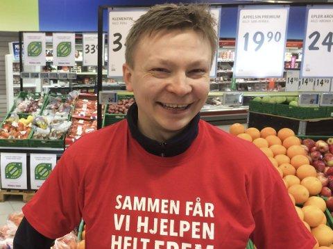 BØSSEBÆRER: Vidar Johansen Anthi, daglig leder Veisletta Rema 1000.