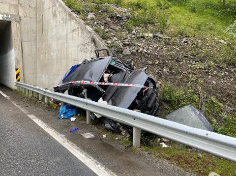 ULYKKE: Slik så bilen ut etter utforkjøringen.