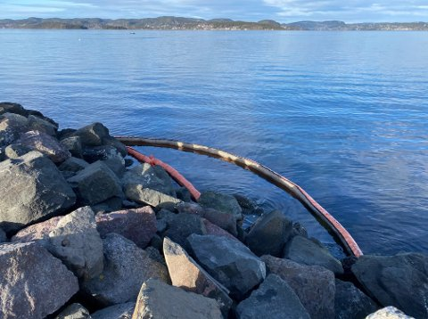 NYTT UTSLIPP: Torsdag ettermiddag var nødetater på plass ved Hydro-verket etter melding om et oljeutslipp til sjøen.