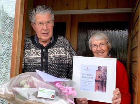 BLIR SATT PRIS PÅ: Prisvinnerne Hølje Bøen og Gunvor Tingstad Bøen fikk overraskelsesbesøk hjemme på Kapermoen.