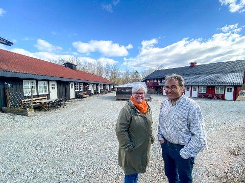 Selger alt: Etter å ha fått nei til fradeling av kårboligen har Tone Birgitte Bergflødt og Øystein Narjord på Renskaug vertgård bestemt seg for å selge alt.