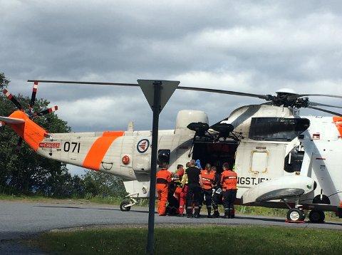 Den skadde fraktes til sykehus med redningshelikopter.