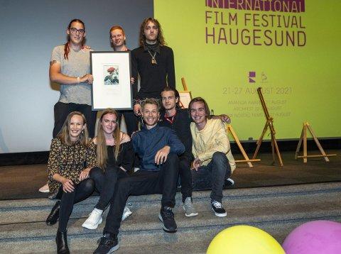 OVERVELDENDE: Gjengen bak filmen Nattebarn vant publikumsprisen under Filmfestivalen i Haugesund. -  Fantastisk og magisk, sier regissør Sverre Kvamme (nr 3 fv foran) - Overveldende, sier medvirkende Monica Helene Nordvik Udø, (nr 2 fv foran) begge fra Kolbotn.