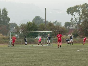 2–0: Ibrahim Najafi (helt til høyre) jubler, mens Lars Jakob Egeland må gå for å plukke dagens andre ball ut av Kvinesdal-målet.
