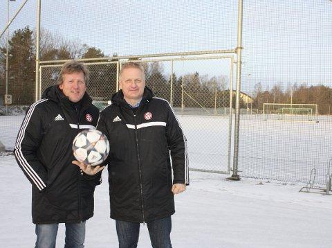FIKK JA: Vegard Kobberdal (t.v.) og Thor-Erik Stenberg i KFUM er glade over at Bydel Nordstrand støtter klubbens søknad om en midlertidig bortetribune for denne sesongen. FOTO: AINA MOBERG