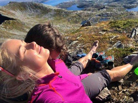 De er i toppen av hver sin idrett. Her er Tromsøs superpar Silje Theodorsen og Simen Wangberg på topptur på Rebbenesøya.