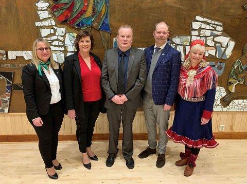 SKAL STYRE: Karin Eriksen (Sp), Kristina Hansen (Ap), Bjørn Inge Mo (Ap), Bjarne Rohde (SV) og Anne Toril Eriksen Balto (Sp) skal lede den nye fylkeskommunen i Troms og Finnmark. Foto: Troms fylkeskommune