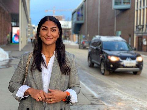 TESTER GRATIS: Shilan Ghadani er spent på å se om gratis parkering i sentrum gir økt handel og effekt for butikkene i bykjernen.