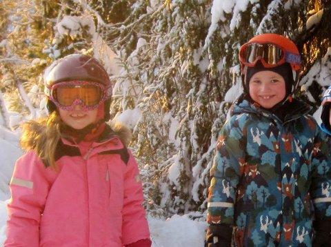 DAGEN FØR: Dette bildet ble lagt ut på Facebook etter at Ella (4) og Arne (6) ble meldt savnet. Søsknene hadde vært på slalåm dagen før.