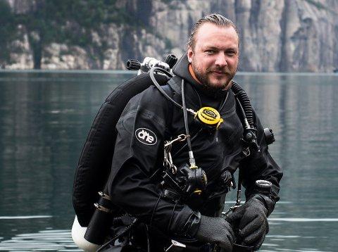 I VINDEN: Mossingen Fredrik Myhre (37), som nå bor på Langhus med samboer og to barn, spår at 2019 blir havets år og ber folk tenke seg om før de tar weekendturer med fly.