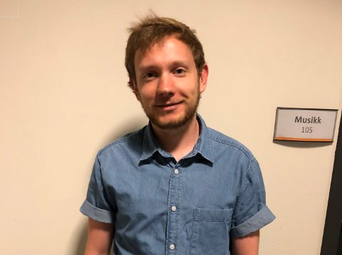 LÆRER: Nikolai Lysnes har vært elev ved kulturskolen i mange år. Nå er han også lærer.
