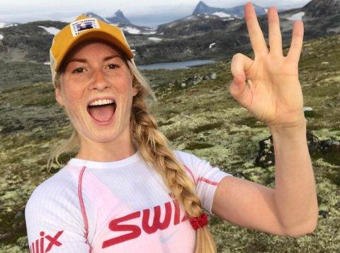 SPREK: Karina Lie (32) skal besøke alle de 14 Huldretoppene i Lardal til fots i et strekk.