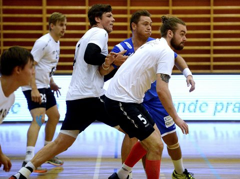 TØFFE TAK: Joakim Hykkeruds Drammen har ikke tapt siden de møtte Elverum i Santa Kristina-cup på Tynset. Søndag møtes de to lagene til toppoppgjør i serien.