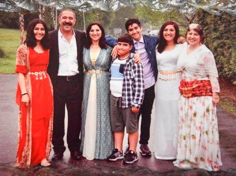 HELE FAMILIEN PÅ FEST: Seher, Lokman, Halala, Akam, Azad, Soma og Sonia Bakhte. Bildet er tatt for to år siden.
