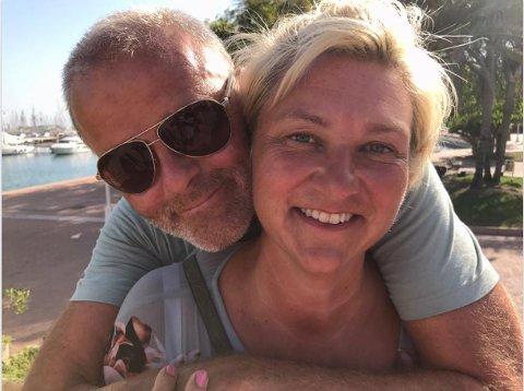 ORDFØRER OG HELSESJEF: De har «korona-tunge» jobber begge to, men ekteparet Jon Sanness Andersen og Mette Vikan Andersen prøver å styre unna mye jobbprat hjemme.