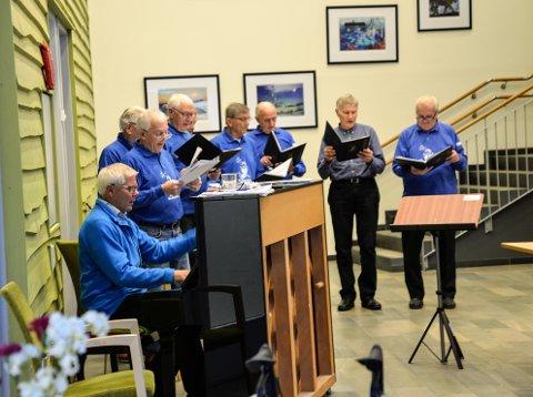 Mo Mannskor: De ni gjenværende medlemmene i koret er Kjell Oskar Olsen, Karl Edvard Tronstad, Yrjar Aune, Tor Bergersen, Sverre Selfors, Jarl Nilsen, Terje Lyngved, Edgar Lillebrygfjeld og Inge-Per Strand.
