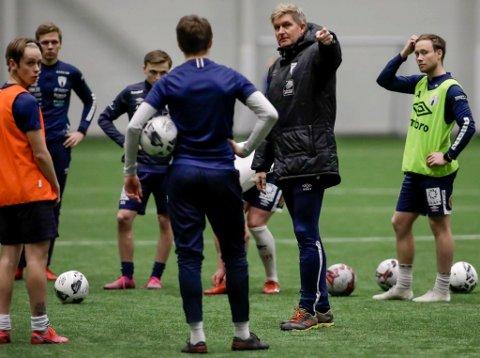 Thor André Olsen og spillerne på A-laget til Rana FK må vente til august før det blir sesongstart.