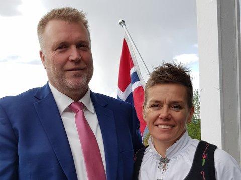 FEST I NABOLAGET: Bjørn Ivar Kleiven og samboer Trude Iren Bergheim hygget seg sammen med naboene.