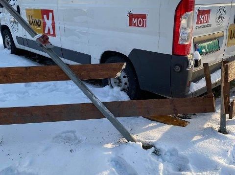 SMELL: Det var tydelig at noe hadde skjedd ved bilen som Tone Elisabeth Midtsveen hadde parkert på Haldenjordet. Foto: Privat