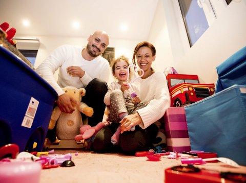 Claudio Villa Lobos og Linda Vincent hadde med fotograf da datteren Alexandrine (nå 2 og et halvt) kom til verden på Ahus.  Foto: Tom Gustavsen