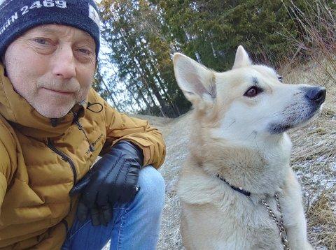 Andreas Grønli og hunden Embla. FOTO: PRIVAT