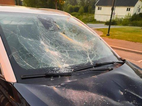 RAMPONERT: Slik ser bilen til Tom Rausland og kona ut etter hendelsen natt til fredag.