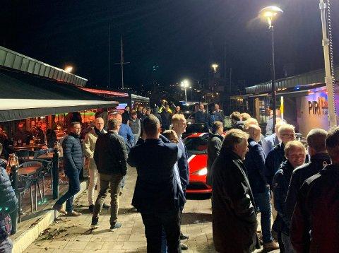 BOYS NIGHT: Forhandler av eksklusive biler bruker events for å tiltrekke seg potensielle kunder i et stadig trangere marked.Ved Kokeriet er det god stemning blant gutta.
