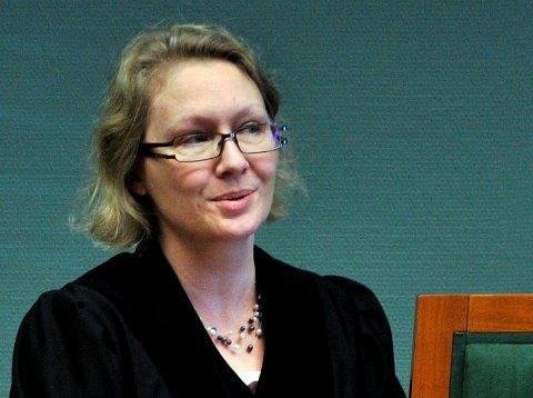 Tingrettsdommer Ragnhild Borgerud i Sarpsborg tingrett mener meldeplikt er tilstrekkelig for at den voldtektssiktede 19-åringen ikke skal begå ny straffbare handlinger.