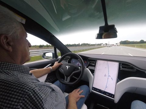 Model X er en flott bil å kjøre langt med - bortsett fra mange og lange ladepauser.