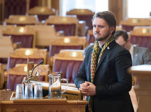 Freddy Øvstegård (Sv) mener stortingsrepresentanter tjener for mye.