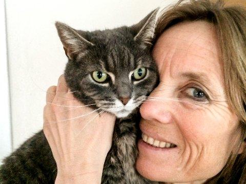 STATUS: - Vi vil at katten skal få den samme statusen i samfunnet som hunden har, sier Gry Bø, hos Mattilsynet.