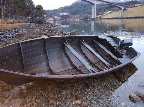 Her er båten som etter alt å dømme har slitt seg.