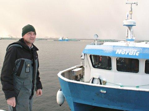Administrerende direktør Edvard Henden i Averøy-selskapet Nordic Halibut ved selskapets matfiskanlegg i Krekvikbogen ved Eide.