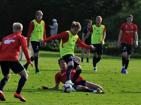 LIVE: Jakob Maslø Dunsby (i midten) kan bli å se når tb.no skal sende aldersbestemte landskamper framover.